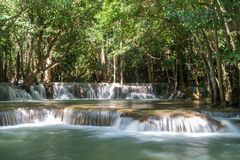 Huai Mae Khamin Waterfall : Rangée 2, Kanchanaburi, Thaïlande photos libres de droits