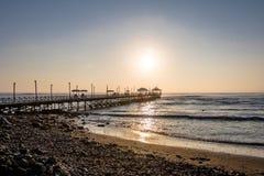 Huanchaco海滩和码头-特鲁希略角,秘鲁 免版税库存图片