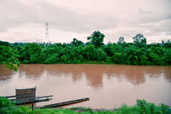 Huang flodflöde in i Mekong River arkivbilder