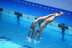 Huang Xuechen en de Zon Wenyan van team China concurreren tijdens gesynchroniseerde het zwemmen dueten vrije routine inleidend va Stock Afbeelding