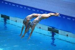 Huang Xuechen und Sun Wenyan des Teams China konkurrieren während der freien Programmeinleitung der Synchronschwimmenduos des Rio Lizenzfreies Stockfoto
