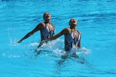 Huang Xuechen und Sun Wenyan des Teams China konkurrieren während der freien Programmeinleitung der Synchronschwimmenduos des Rio Lizenzfreie Stockfotos