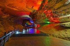 Huanglong Dragon Cave - China amarelos imagens de stock