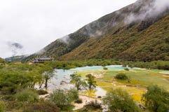 Huanglong nationalparkporslin arkivfoto