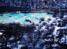 Huanglong sceniskt område i vinter Arkivbilder