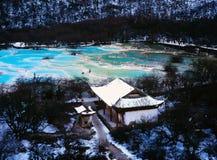 Huanglong sceniskt område i vinter Arkivfoton