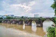 Huangshan Tunxi stad, Kina - circa September 2015: Bro i den Huangshan staden i Kina Arkivbilder