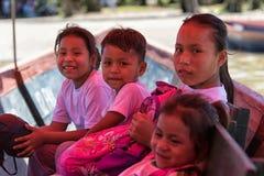 Huaorani-Kinder auf Boot Lizenzfreies Stockbild
