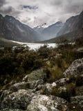 Huascaran sjön och vaggar Royaltyfria Bilder