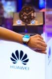 Huawei med klockan för klassisk blick för Grupo Ayserco lansering den elektroniska på JoyaMadrid, Madrid Spanien Royaltyfria Foton