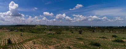 Huay bong la centrale elettrica del mulino a vento con il cielo luminoso Immagini Stock