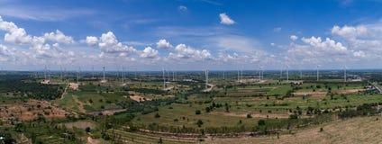 Huay bong la centrale elettrica del mulino a vento con il cielo luminoso Fotografia Stock Libera da Diritti
