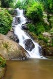 Huay Kaew vattenfall, paradisvattenfall i tropisk regnskog Royaltyfria Foton