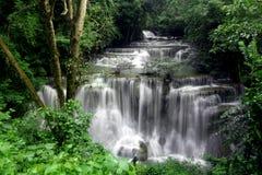Huay Mae Kamin Waterfall Arkivbilder