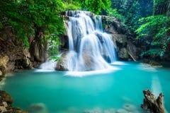 Huay Mae Kamin Waterfall i det Kanchanaburi landskapet, Thailand Royaltyfri Fotografi