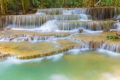 Huay Mae Kamin Waterfall in Kanchanaburi-provincie Stock Afbeeldingen