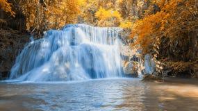 Huay Mae Kamin Waterfall in Kanchanaburi-provincie, Royalty-vrije Stock Foto