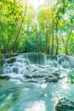 Huay Mae Kamin Waterfall in Kanchanaburi in Thailand stock afbeelding