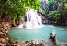 Huay Mae Kamin Waterfall in Kanchanaburi, Thailand Stock Foto's