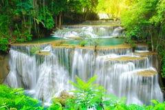 Huay Mae Kamin Waterfall na província de Kanchanaburi do parque nacional, Tailândia fotos de stock royalty free
