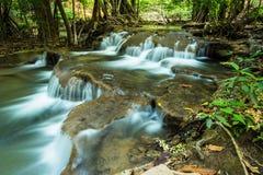 Huay Mae Kamin Waterfall in Wildernis, Kanchanaburi, Thailand Royalty-vrije Stock Afbeeldingen
