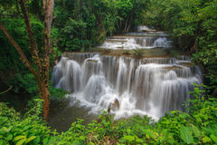 Huay Mae Kamin Waterfalls, one of the most famous and beautiful cascading waterfalls, situated on the east of Sri Nakarin Dam nati Royalty Free Stock Photos