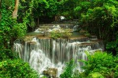 Huay Mae Khamin, καταρράκτης παραδείσου που βρίσκεται στο βαθύ δάσος της Ταϊλάνδης Στοκ Εικόνα