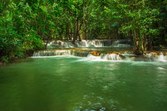 Huay Mae Khamin, καταρράκτης παραδείσου που βρίσκεται στο βαθύ δάσος της Ταϊλάνδης Στοκ εικόνες με δικαίωμα ελεύθερης χρήσης