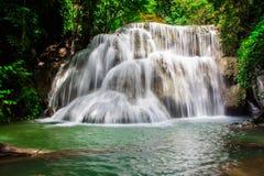 Huay Mae Khamin, водопад рая расположенный в глубоком лесе Таиланда Стоковое Изображение