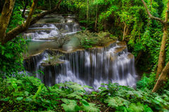 Huay Mae Khamin, водопад рая расположенный в глубоком лесе Таиланда Стоковое фото RF