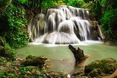Huay Mae Khamin, водопад рая расположенный в глубоком лесе Таиланда Стоковые Фото