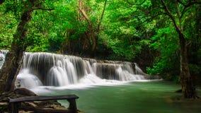 Huay Mae Khamin, водопад рая расположенный в глубоком лесе Таиланда Стоковое Изображение RF