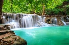 Huay Mae Khamin, водопад рая расположенный в глубоком лесе Th Стоковая Фотография