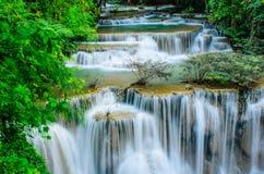 Huay Mae Khamin -瀑布,流动的水,天堂在泰国 免版税库存图片