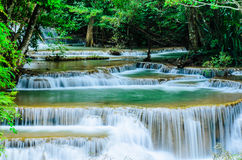 Huay Mae Khamin -瀑布,流动的水,天堂在泰国 免版税图库摄影