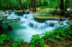 Huay Mae Khamin - cachoeira, água de fluxo, paraíso em Tailândia Imagem de Stock