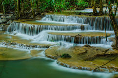 Huay Mae Khamin - cascade. Photo libre de droits
