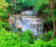 Huay Mae Khamin, cascade de paradis située dans la forêt profonde de Th photographie stock