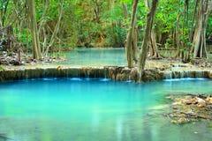 Huay Mae Khamin, paradisvattenfall som lokaliseras i djup skog av Th Fotografering för Bildbyråer