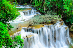 Huay Mae Khamin - Waterval, Stromend Water, paradijs in Thailand Royalty-vrije Stock Foto's