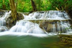 Huay Mae khaminvattenfall en härlig tillflyktsort av mitt royaltyfri foto