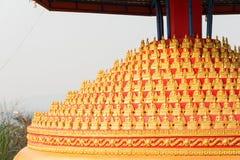 Huay Xai,老挝- 2015年3月03日:VAT CHOME KHAOU MANIRATN 一著名 免版税库存照片