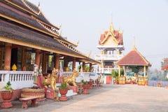 Huay Xai,老挝- 2015年3月03日:VAT CHOME KHAOU MANIRATN 一著名 免版税库存图片