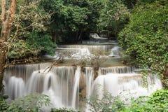 Huaymaekamin vattenfall, Thailand Arkivfoton