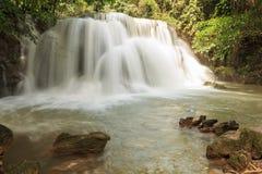 Huaymaekamin vattenfall, Thailand Arkivbild