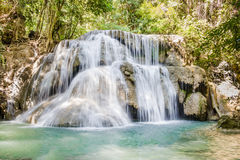 Huaymaekamin vattenfallnationalpark, Kanchanaburi, Thailand Arkivbild