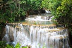 Huaymaekamin-Wasserfall im kanchanaburi, Thailand Lizenzfreies Stockbild