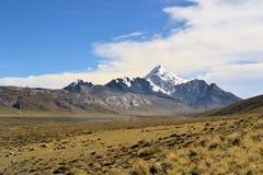 Huayna波托西在真正的山脉,玻利维亚人安地斯 免版税库存照片