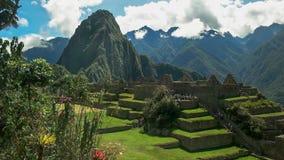 Huaynapicchu en het centrale plein bij de verloren incan stad van Peru van machupicchu royalty-vrije stock afbeelding