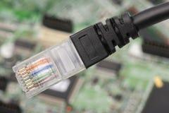 Hub della rete del router del modem con il collegamento del cavo fotografia stock libera da diritti